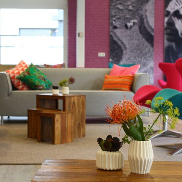 Kleurrijk Kantoor en hotelstyling I.D. Binnenhuisarchitectuur Beverwijk